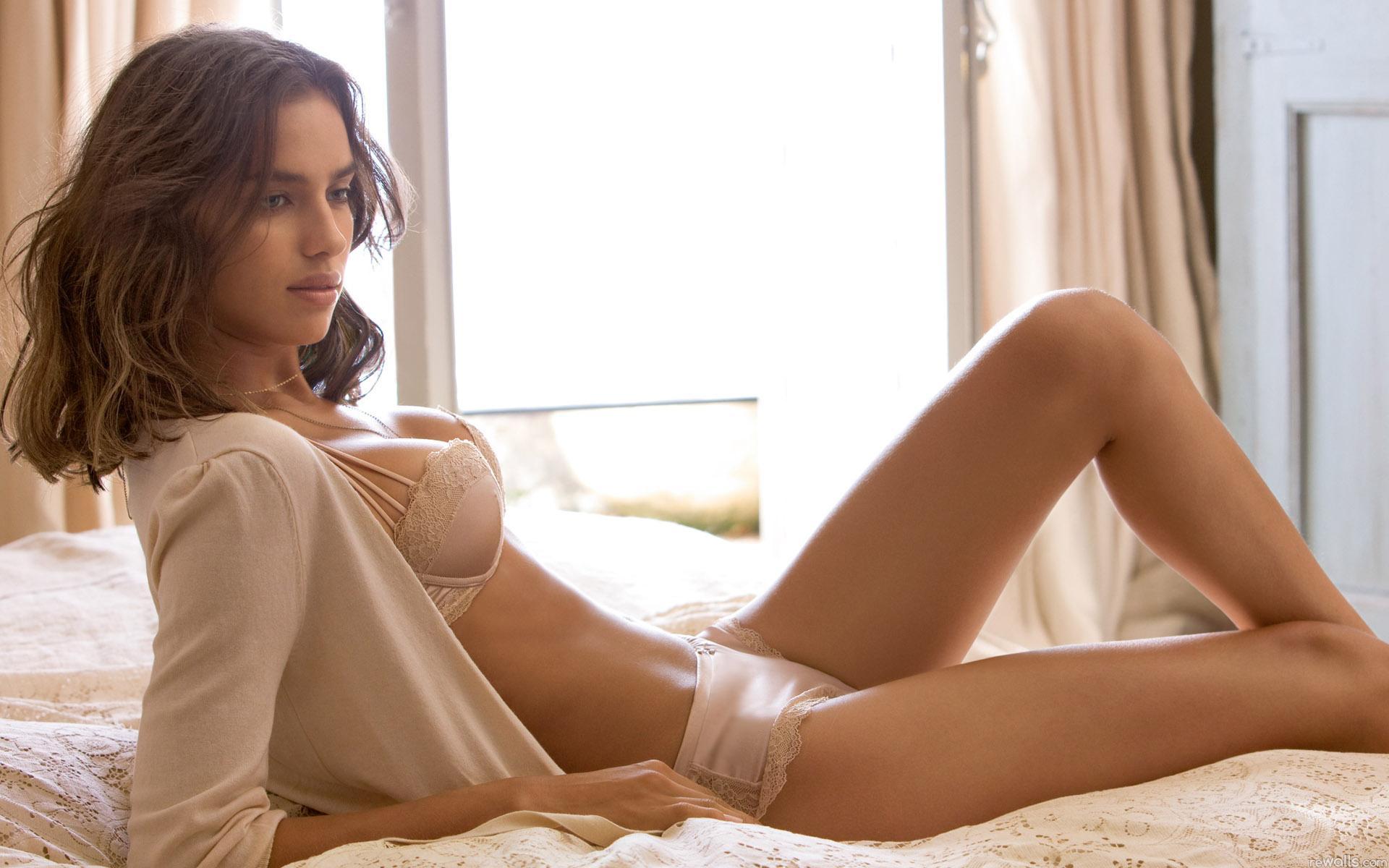 Фото девочки в постели 6 фотография