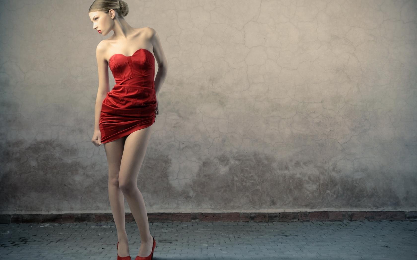 Хорошенькие девочки в коротких платьях 26 фотография