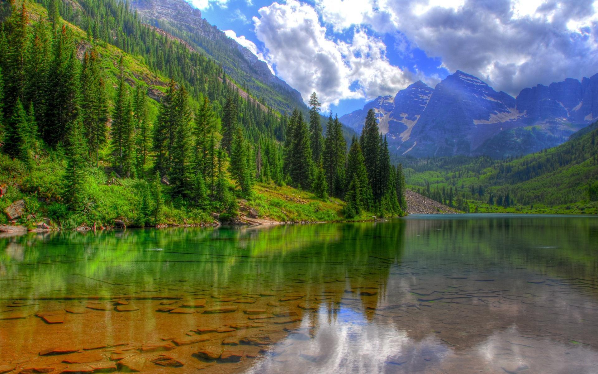 Озеро деревья горы облака обои для