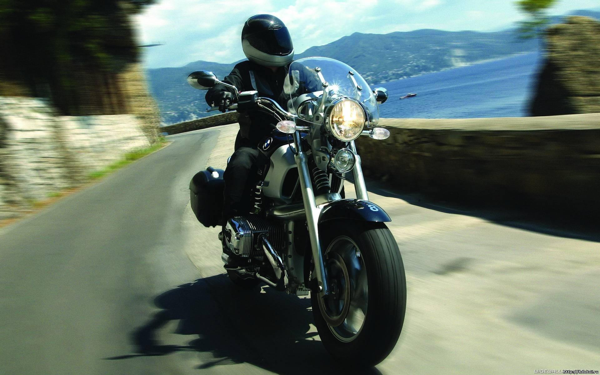 Человек на мотоцикле фото