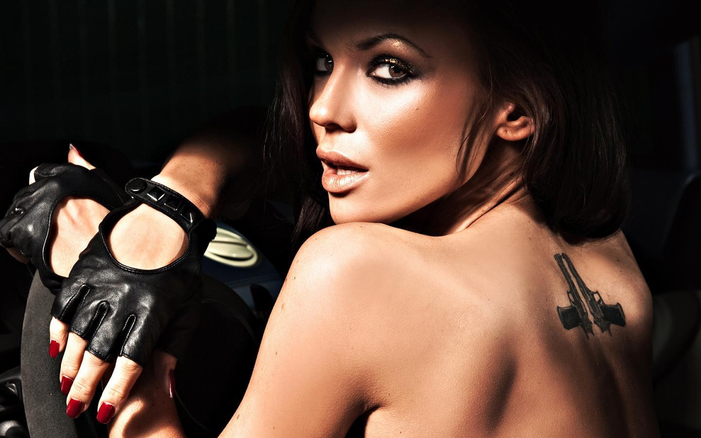 Фото женщин на дискотеке в кожаных перчатках 9 фотография