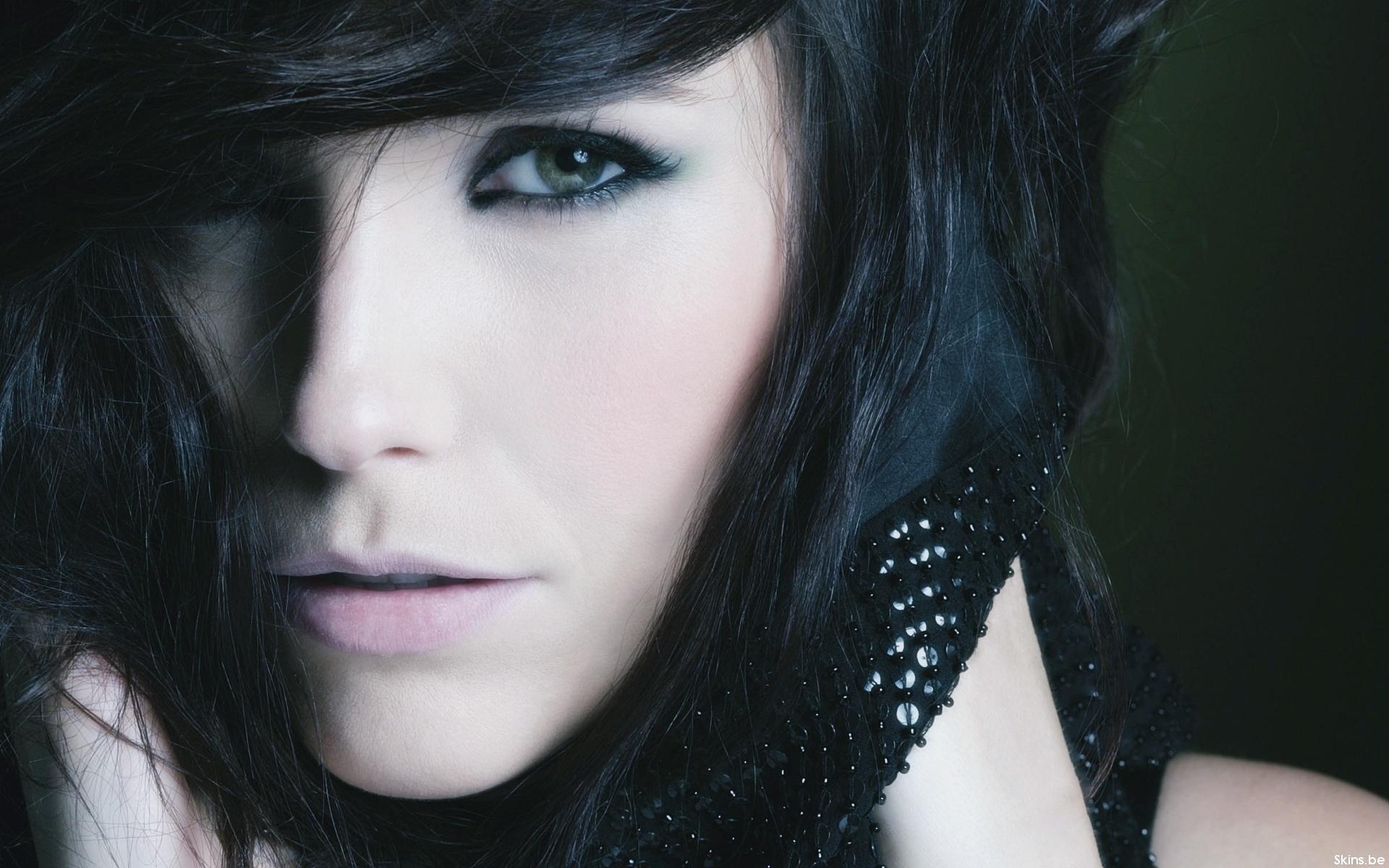 Красивые девушки с чёрными волосами 19 фотография