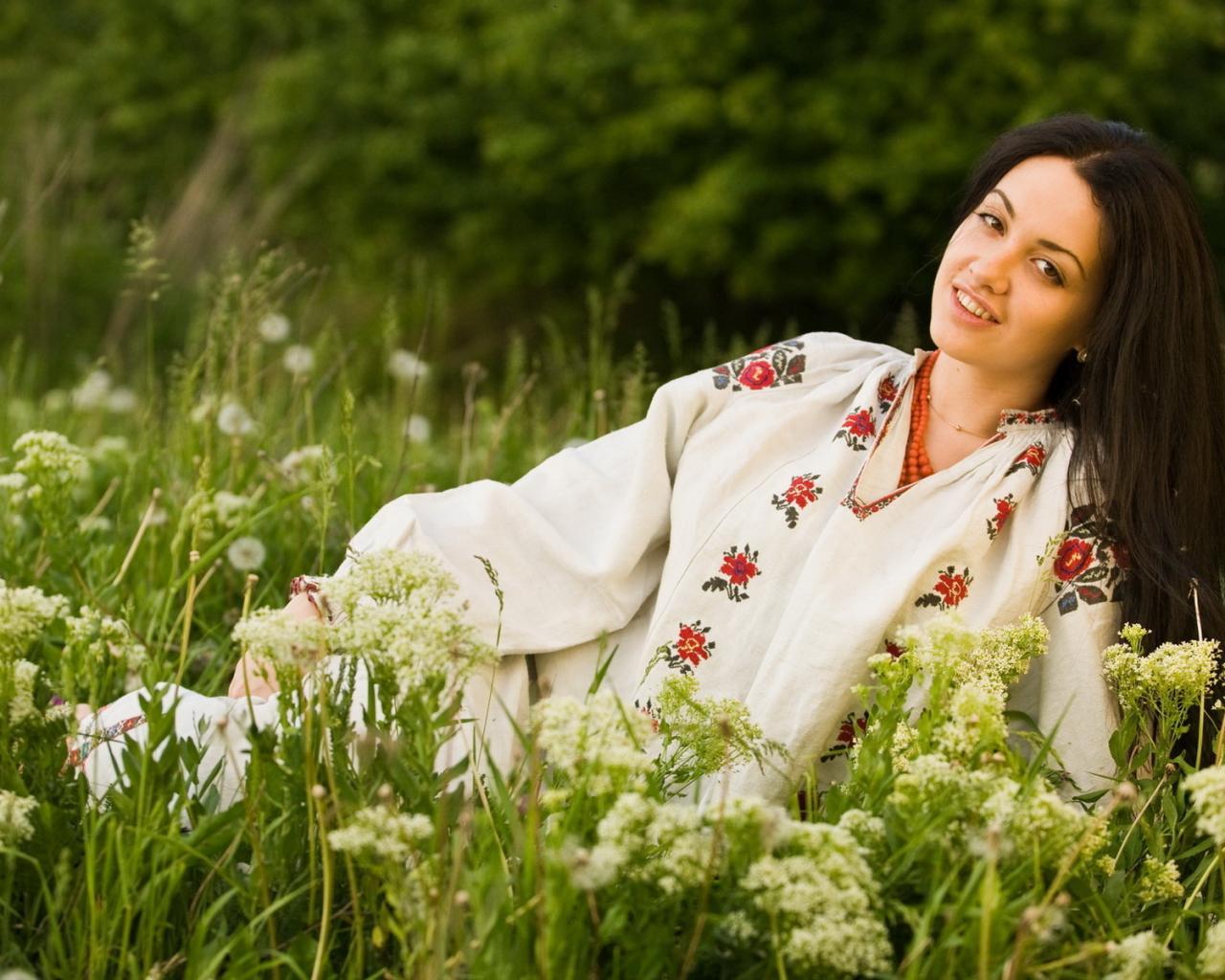Девушка поле лето красота обои для