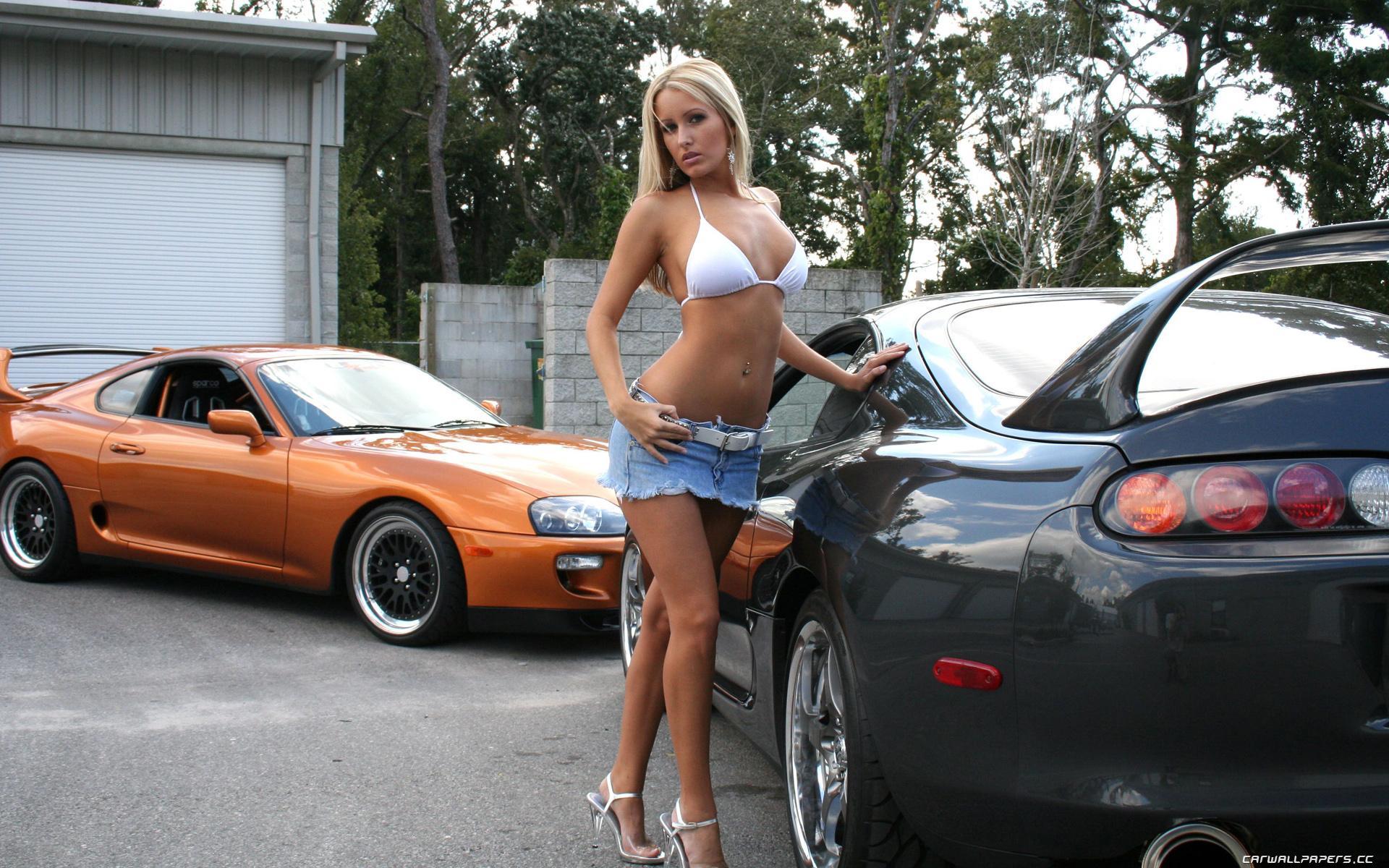 Сексуальная девушка и мотоцикл 14 фотография