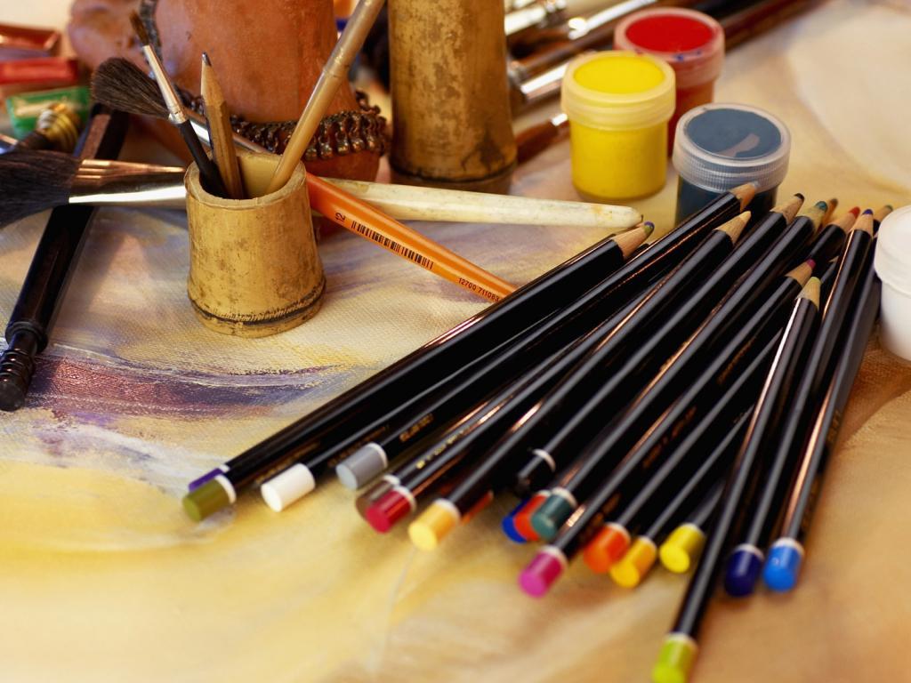 1440x900 краски, карандаши, рисование, стол художника Картинки на рабочий стол #44039