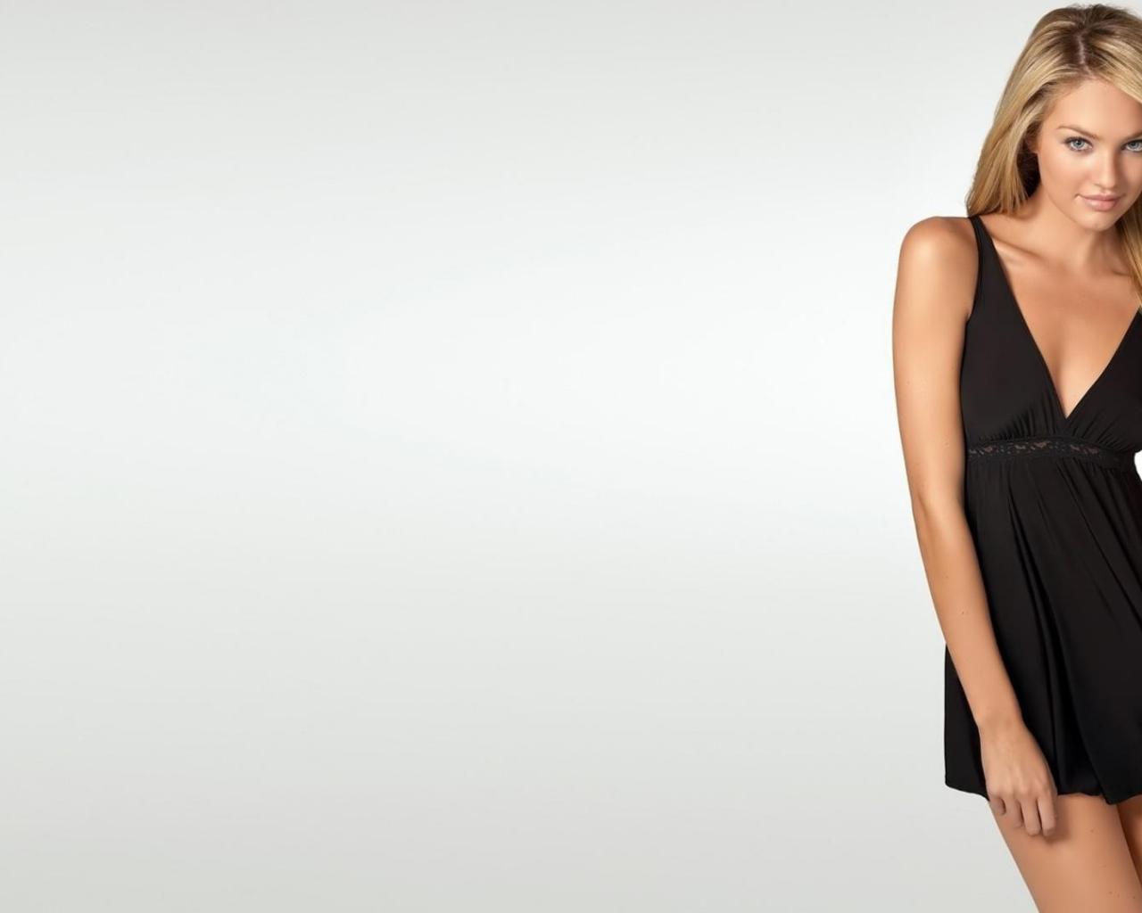 Платье из обоев для девочки