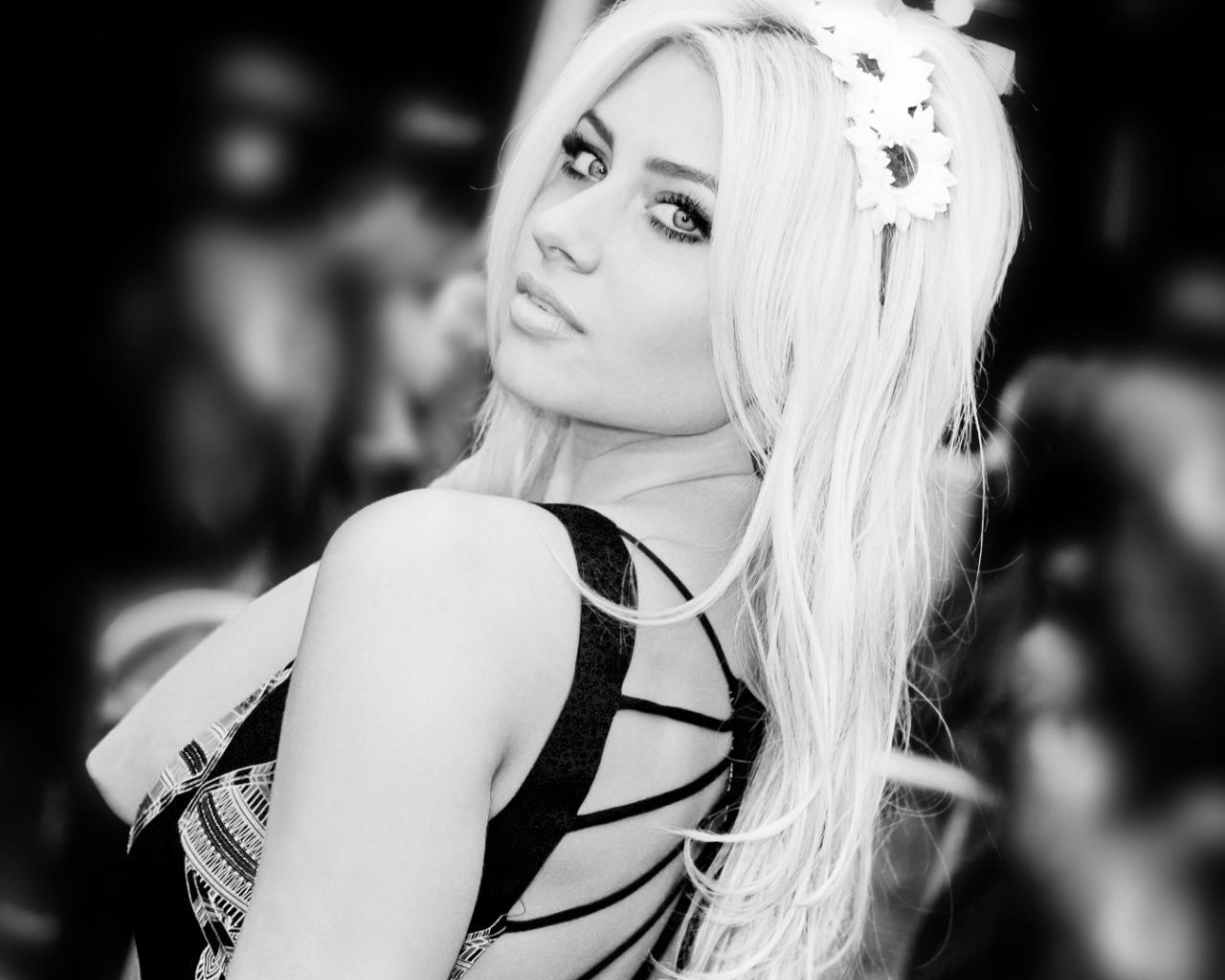 Фото красивых девушек чёрно белые блондинок