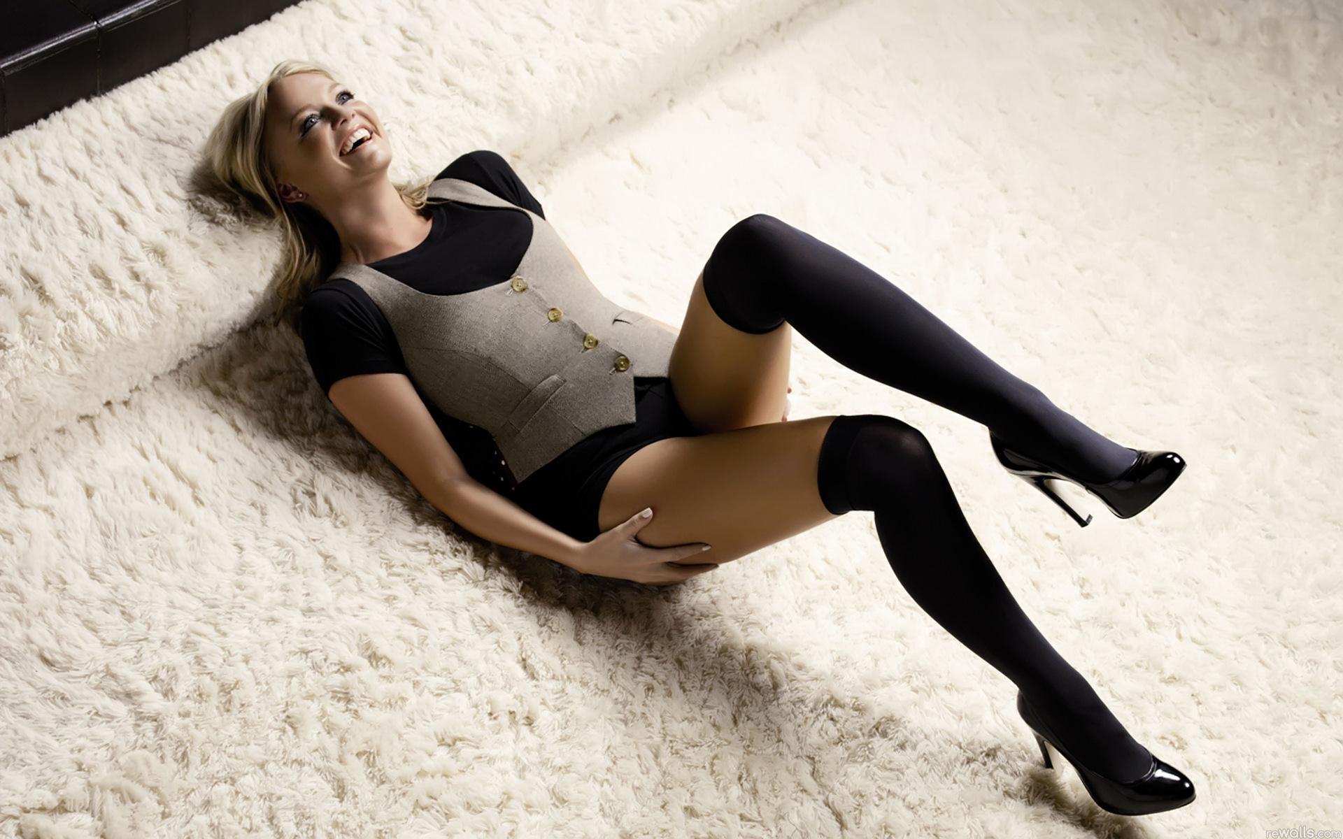 Смотреть онлайн женские ножки 22 фотография