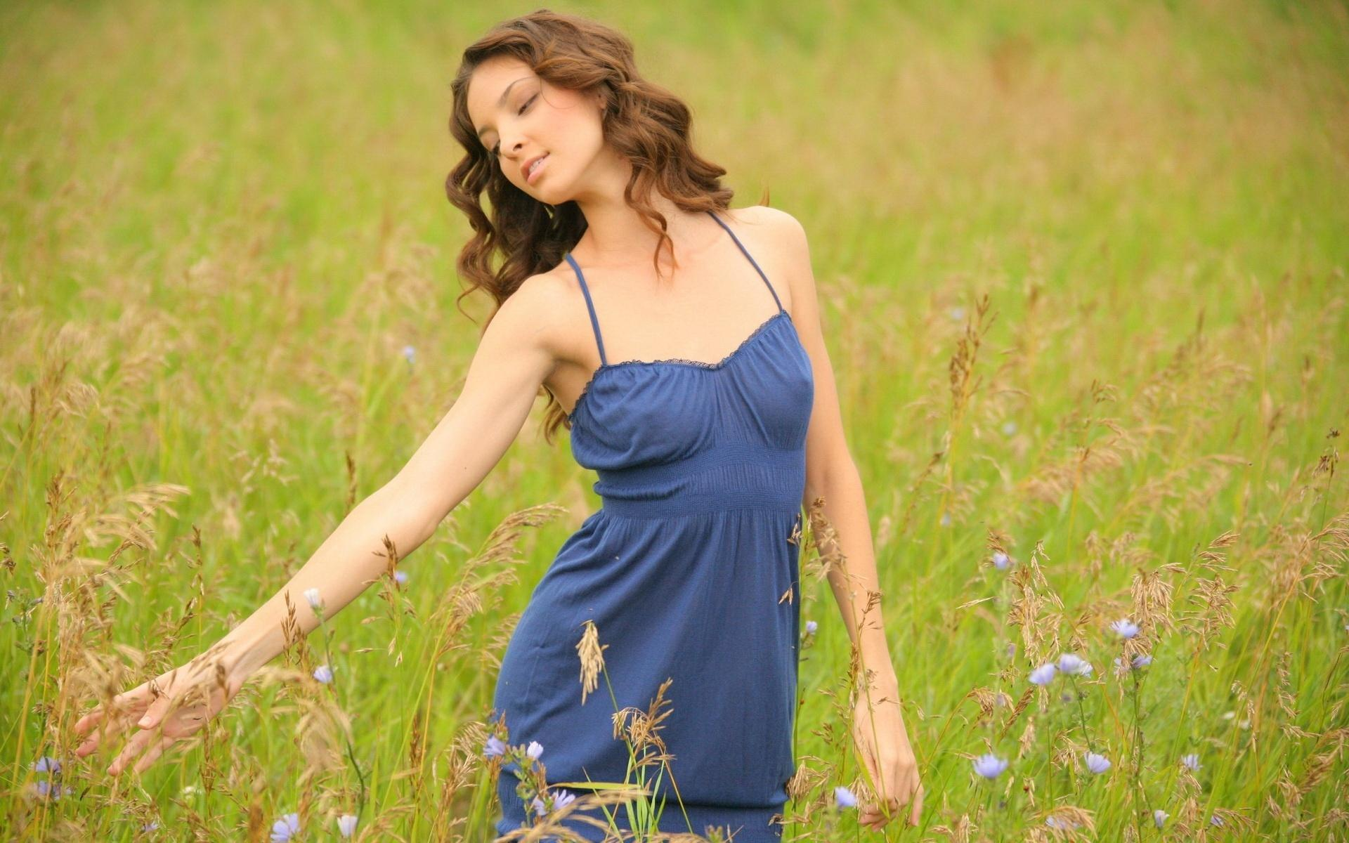 Фотографии дам на природе 12 фотография
