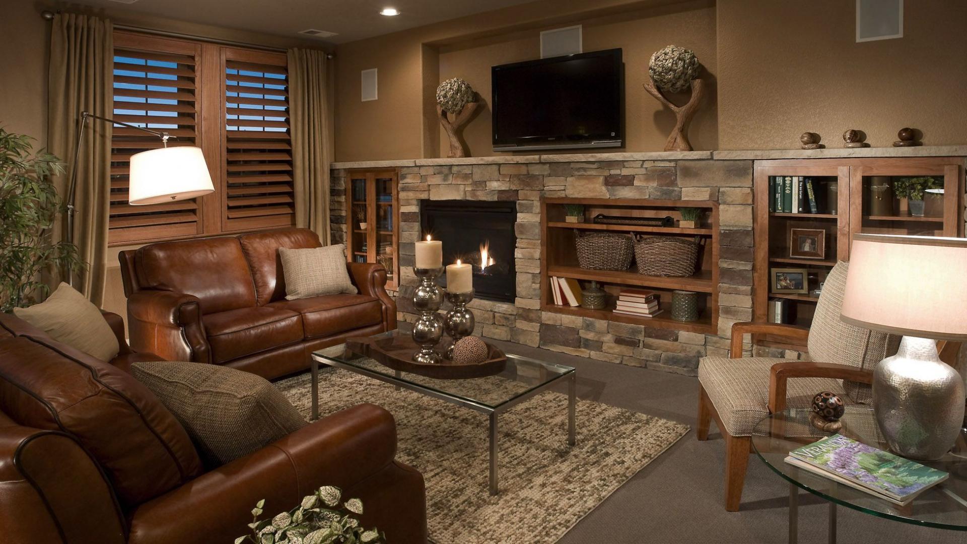 Дизайн гостиной дома с камином