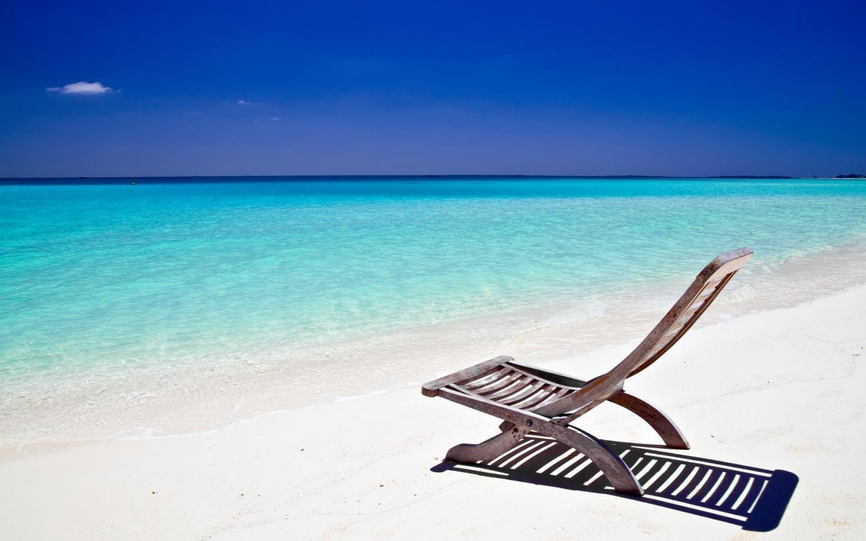 Стул на пляже обои для рабочего стола