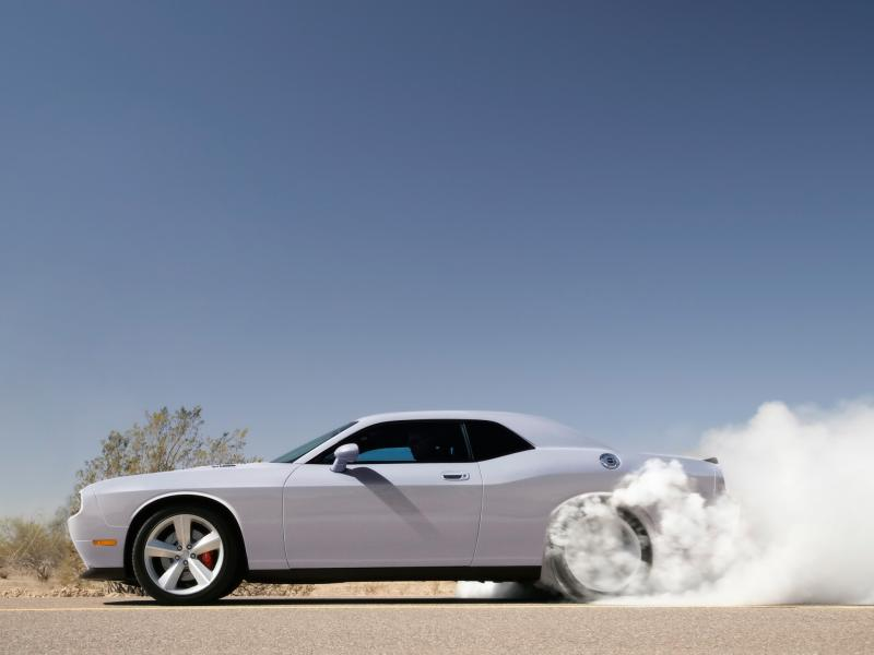 2009 Dodge Challenger Srt8 Side Smoke 800x600
