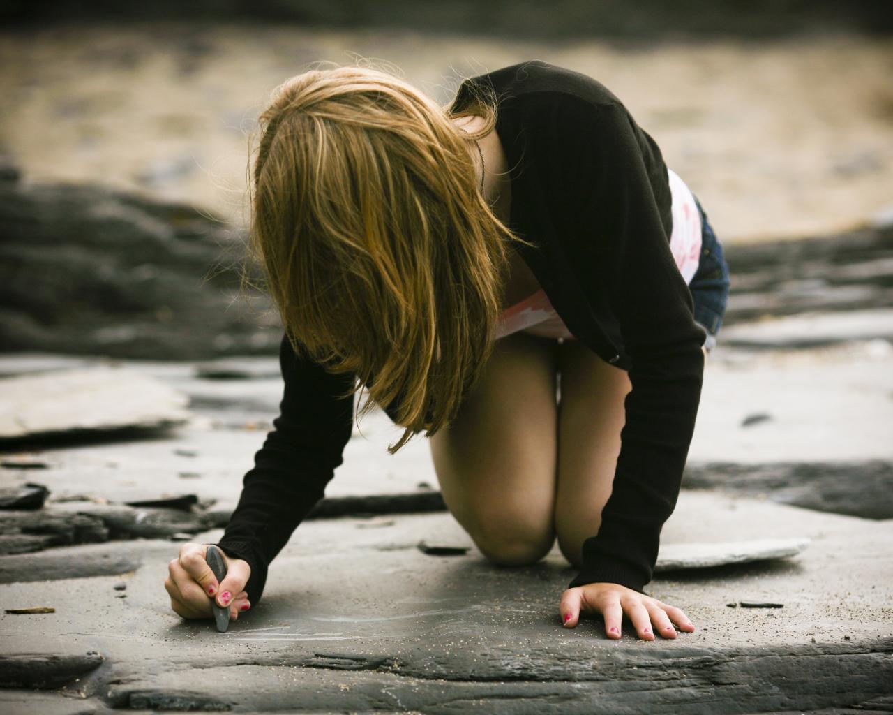 Фотография девушка на камне 16 фотография