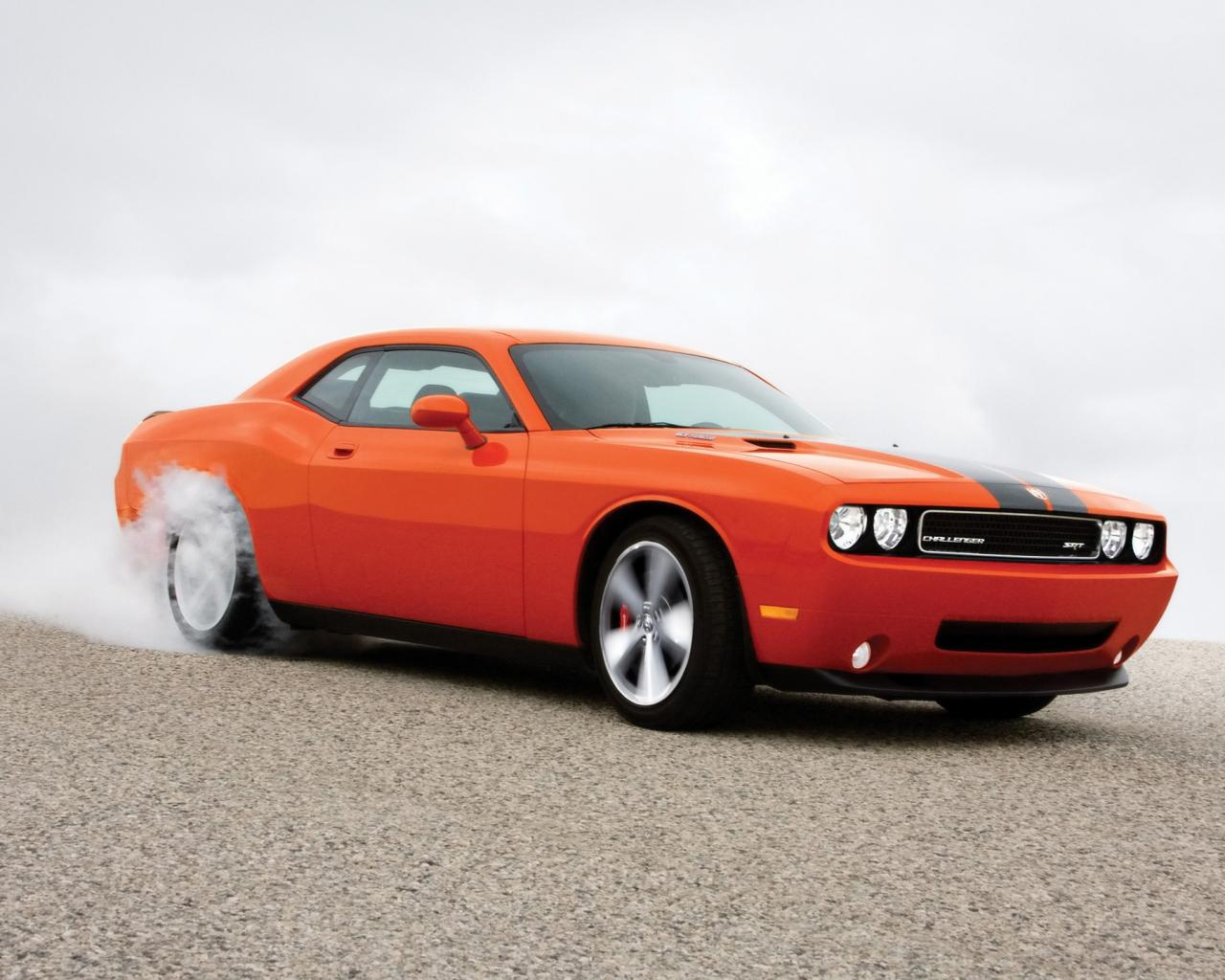 2008 Dodge Challenger Srt8 Burnout Side Angle 1280x1024