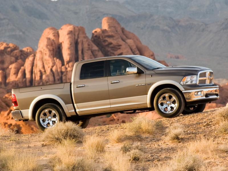 2009 Dodge Ram Laramie Side Angle 800x600