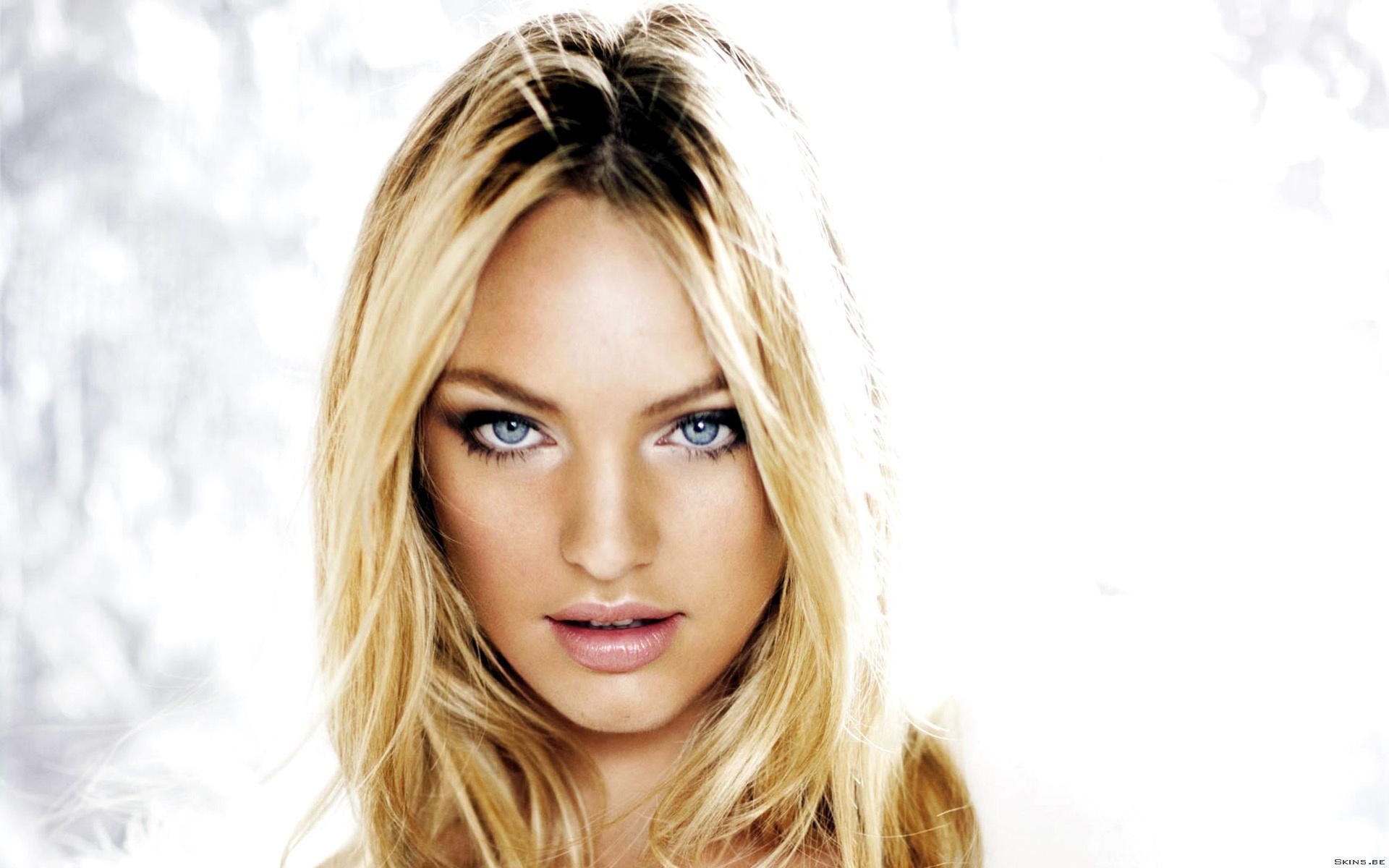 Фото, заставки, картинки на рабочий стол Блондинка с голубыми глазами.