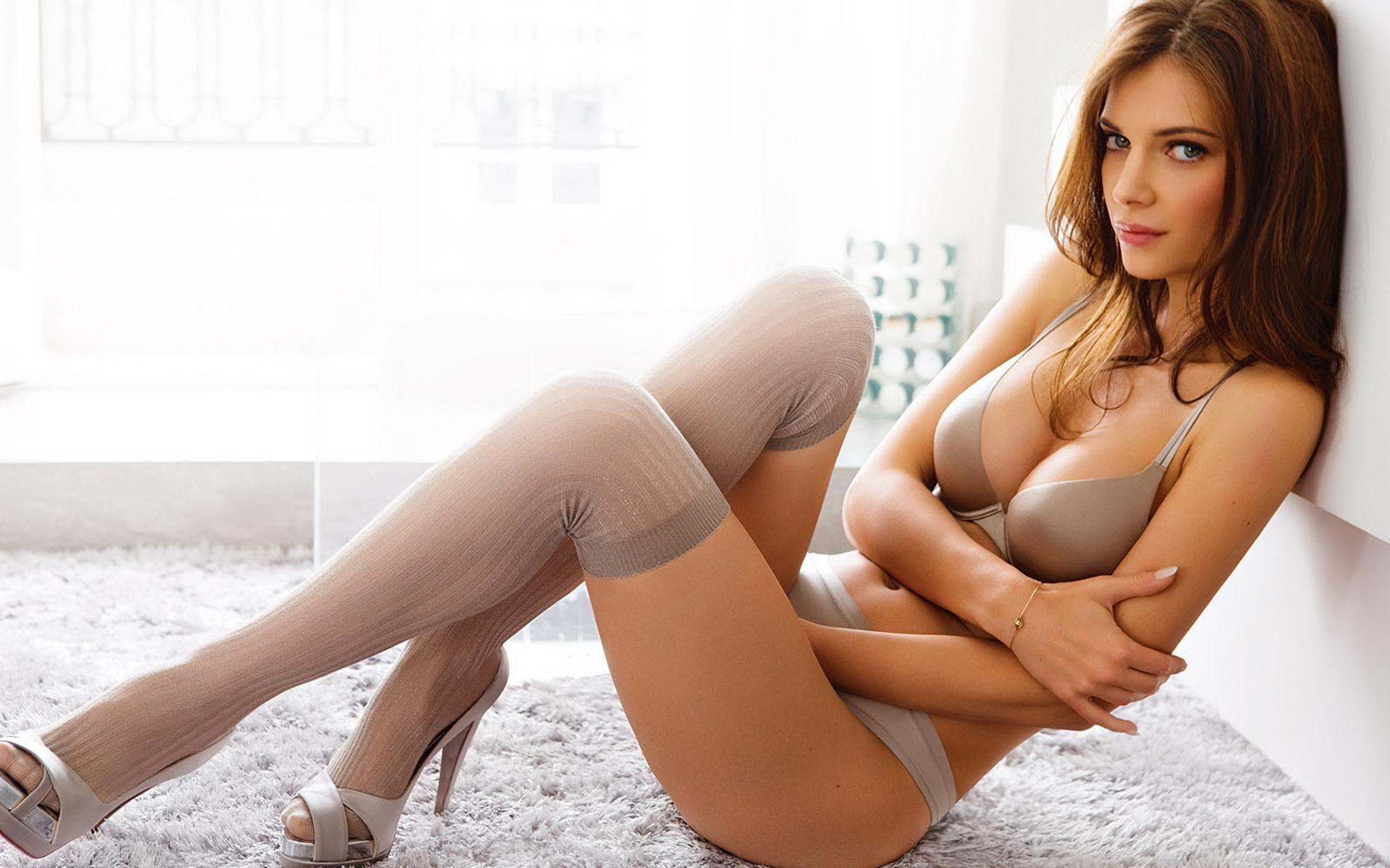 Фото красивых сексуальных нежных в чулках девушки 9 фотография