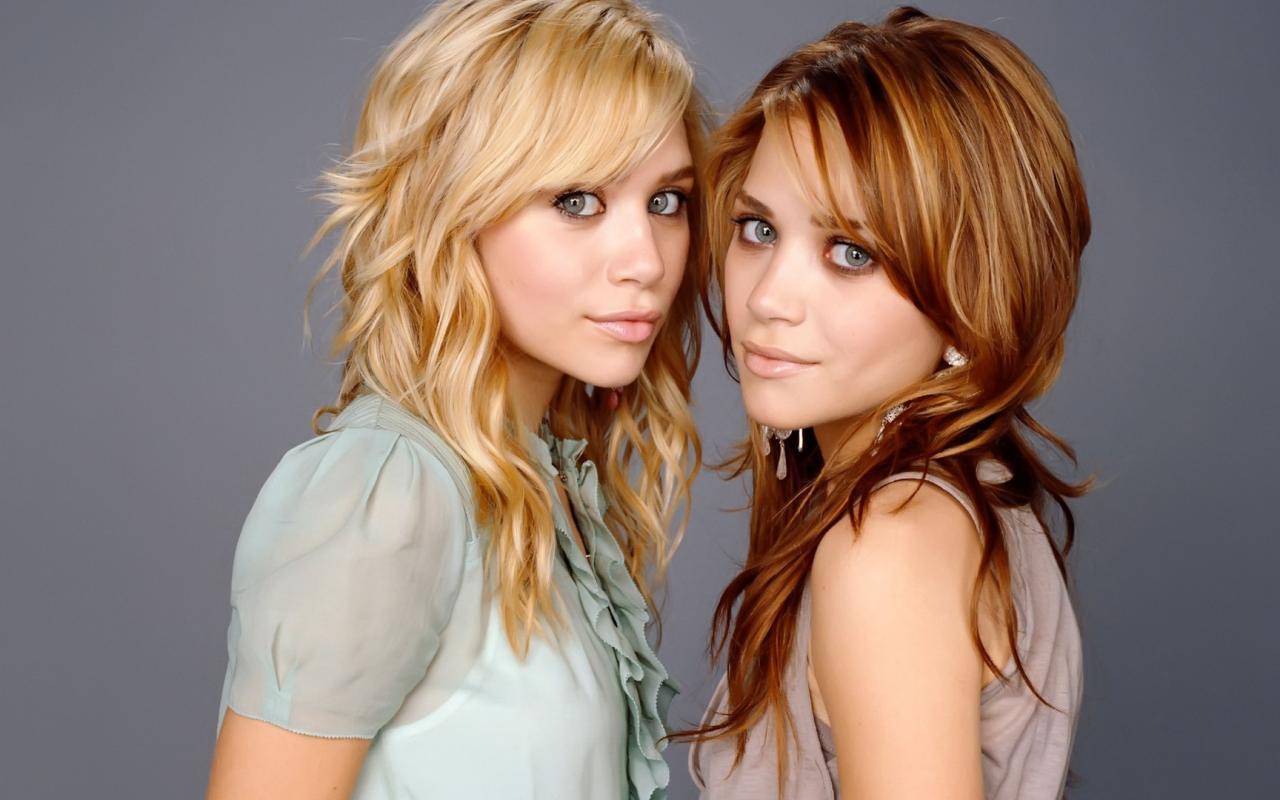 Девушки красивые девушки двойняшки