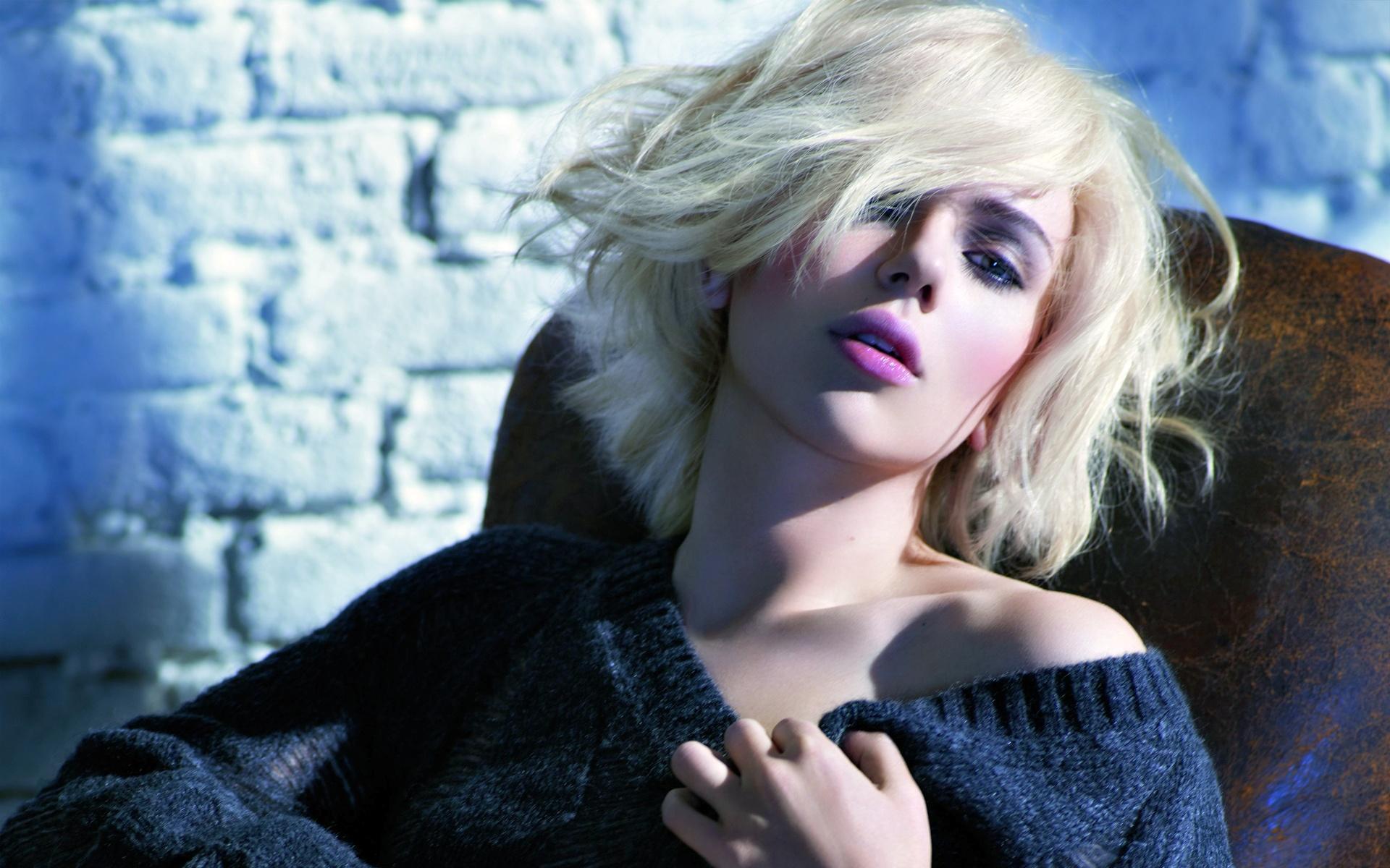 Фото блондинка с косой 5 фотография
