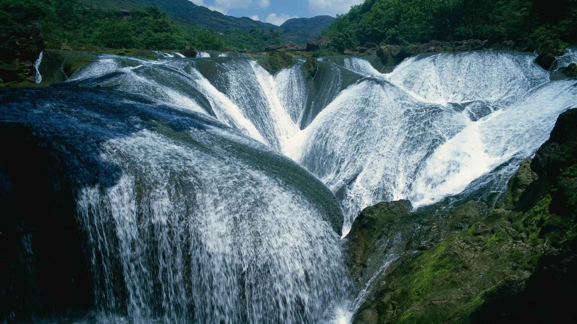Водопады на холмах обои для рабочего