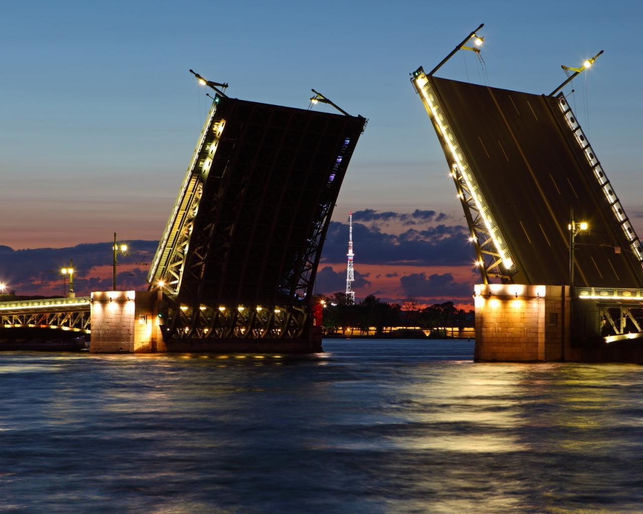 Ремонт Дворцового моста стал причиной ограничения движения