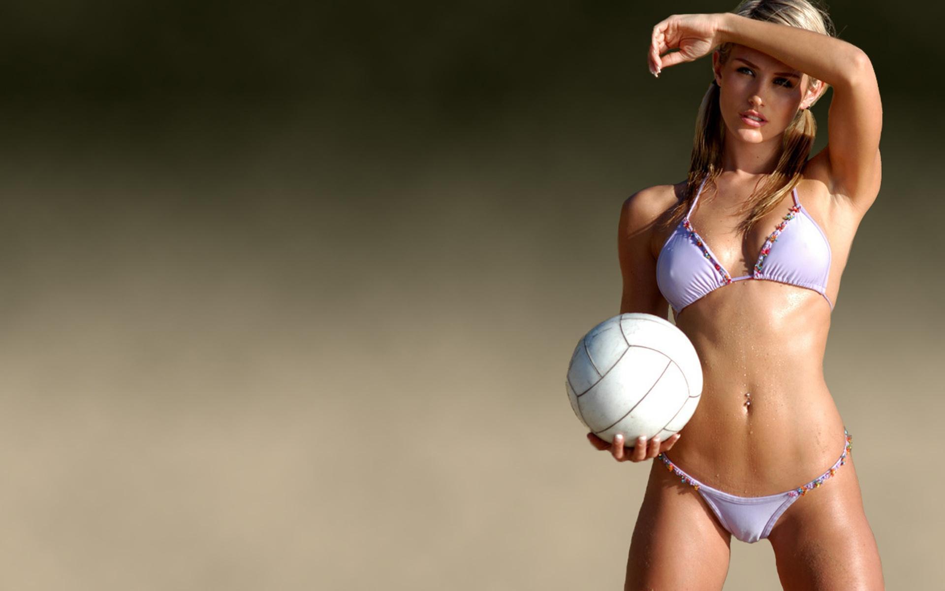 Сексуальные девушки с мячом 19 фотография