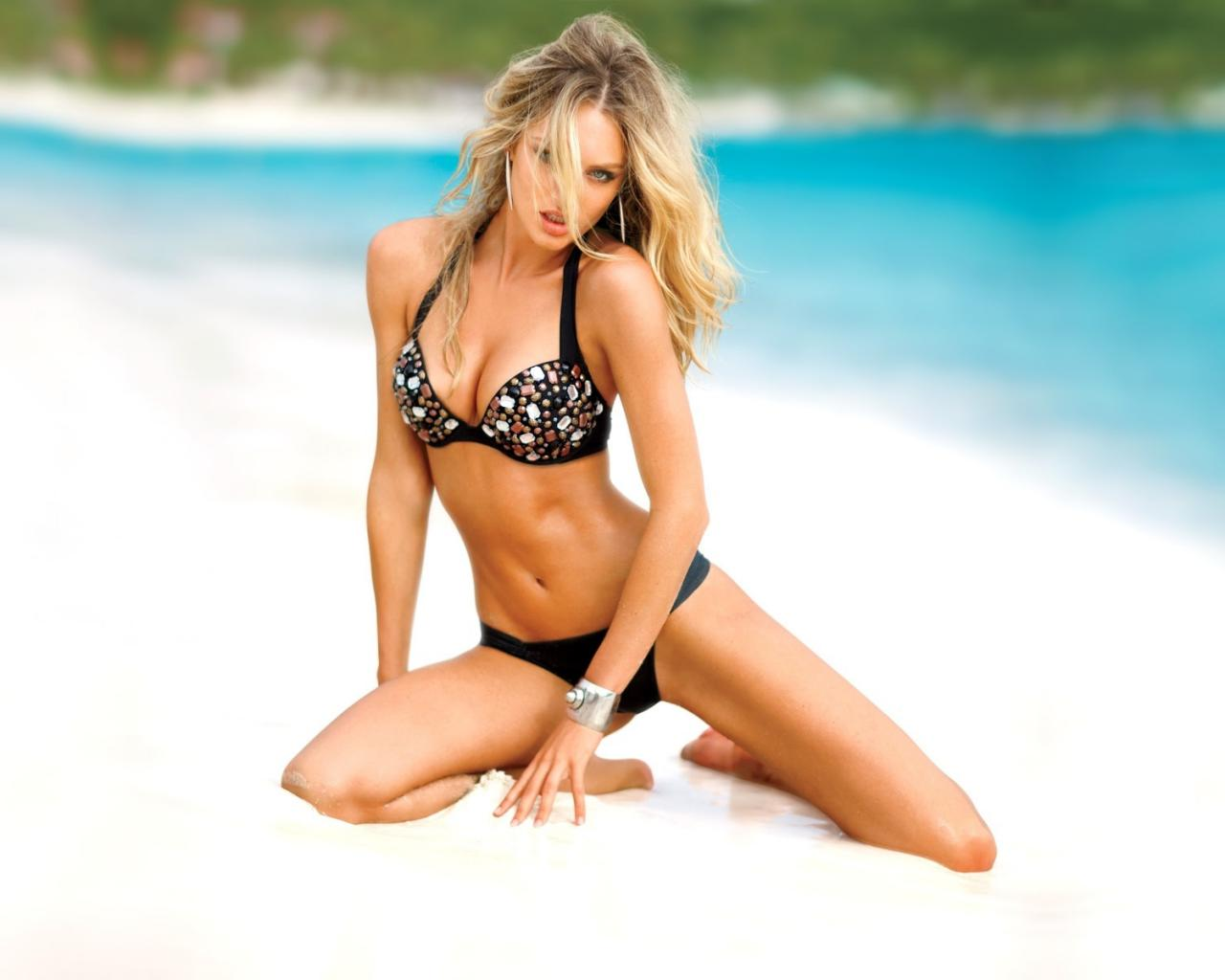 Фото девочек на пляже в купальнике 26 фотография