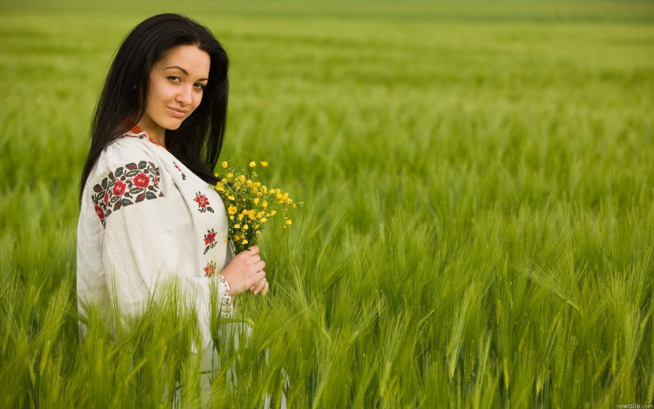 """Любителі Вишиванок - Вышиванка женская, вышитые платья предлагает компания """"Любителі Вишиванок"""" - Укрбизнес"""