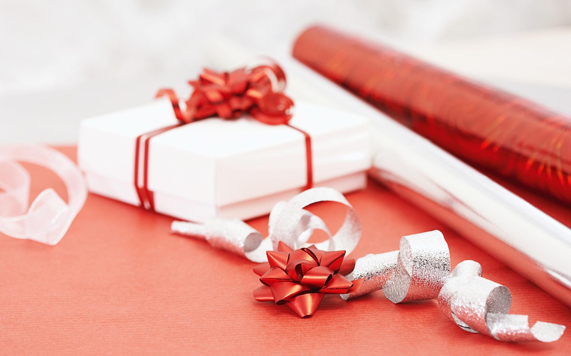 подарок для знакомой девушке