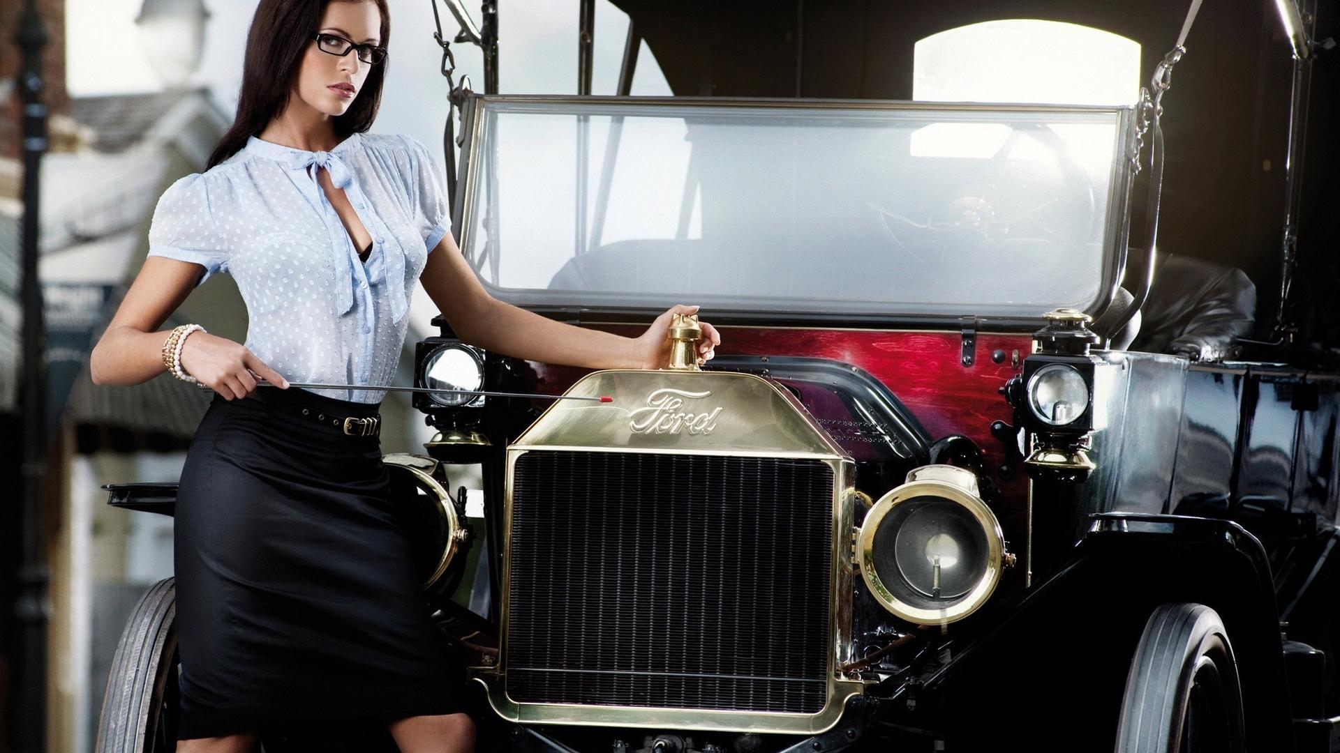 Авто и девушки в юбках фото