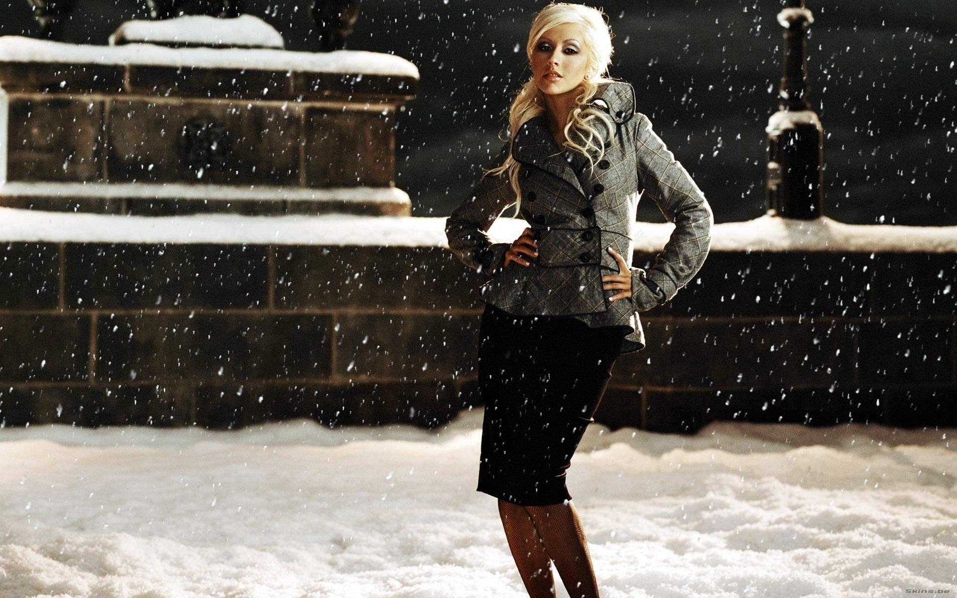 Фото девушек в снегу 25 фотография